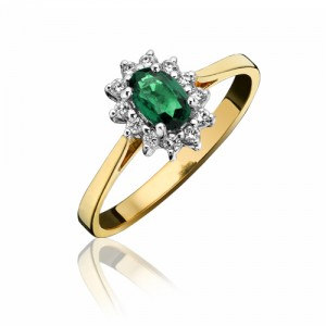 18ct Gold Oval Emerald & Diamond Cluster Ring - E 0.25 D 0.12